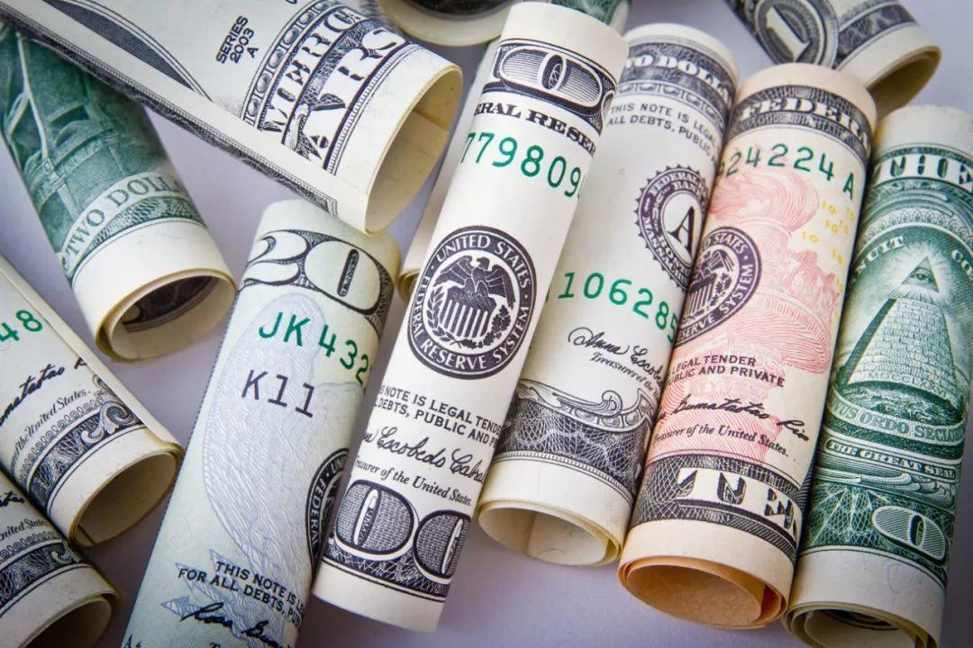 所谓的中年危机,核心都是缺钱!